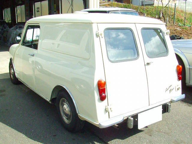 Austin mini classic car garage ymamoto for Garage austin mini